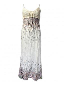 Dlouhé šaty s háčkovaným živůtkem